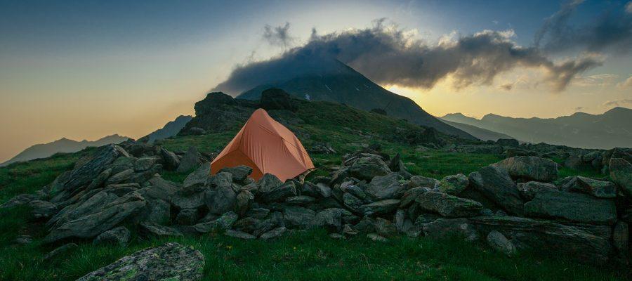 Lär dig allemansrätten kortfattat och underlättar tältning, vandring och camping