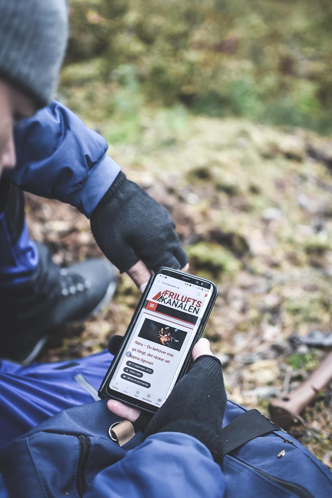 Mobilen kan vara ett otroligt bra redskap inom friluftslivet, bland annat som GPS, lampa och instruktionsboken